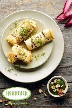 Heumilch-Käseröllchen mit Haselnusspesto. Für die schnelle Zubereitung könnt ihr auch ein fertiges Pesto verwenden. Brunch, Pesto, Ethnic Recipes, Food, Fast Recipes, Chef Recipes, Eat Lunch, Food Dinners, Leafy Salad