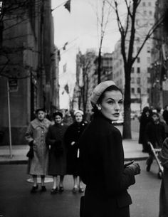 Elise Daniels, Model Unident. young woman walking on busy Fifth Avenue, New York City. Location: New York, NY, US Date taken: 1956 Photographer: Gjon Mili