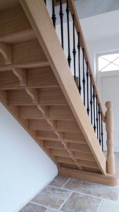 trap in houtsoort eik met metalen trapspijlen Met wat kunnen we u verder helpen? www.econstructverheyen.be www.facebook.com/econstructverheyenbvba