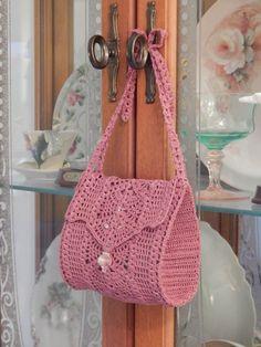 """Mavis"" bag with tie straps by Dawn Holbrook Bolso ""Mavis"" con tirantes de Dawn Holbrook Crochet Purse Patterns, Crochet Tote, Crochet Handbags, Crochet Purses, Crochet Stitches, Knit Crochet, Crochet Girls, Cute Crochet, Crochet Crafts"