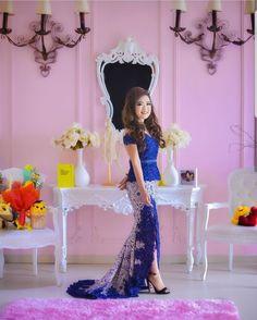 Kebaya from IG @adella_kebaya Dress Brukat, Kebaya Dress, Batik Kebaya, Batik Dress, Kebaya Modern Hijab, Kebaya Wedding, Kebaya Brokat, Big Size Dress, Weeding Dress