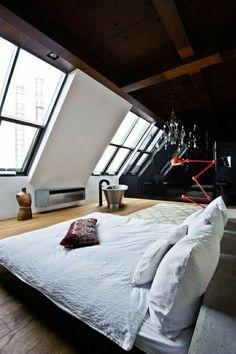 chambre a coucher moderne, plafond haut en bois, salle mansardé, ateliers et lofts
