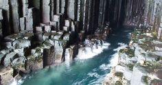 La extraña cueva de Fingal en Escocia