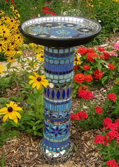 28 Stunning Mosaic Projects for Your Garden - Easy-to-make garden mosaic crafts add color and beauty to the garden. I love DIY garden mosaic pr - Mosaic Crafts, Mosaic Projects, Mosaic Art, Mosaic Glass, Blue Mosaic, Garden Crafts, Garden Projects, Garden Ideas, Garden Path