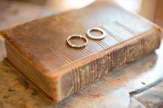 SYMPHONIE A L ABBAYE, abbaye des veaux de Cernay, mariage, wedding, alliances, porte alliance, porte alliance livre, porte alliance original, mariage élégant