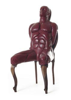 Monica PiloniさんのCadeiraという作品。座りにくそうだし、何よりキモい