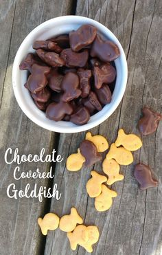 Chocolate covered goldfish is a yummy kids snack and creative kids baking project. Kids can help melt the chocolate, dip the goldfish and enjoy their homemade treat! Chocolate Dipped, Homemade Chocolate, Chocolate Party, Chocolate Treats, Diy Wall Shelves, Baking With Kids, Mason Jar Diy, Creative Kids, Activities For Kids