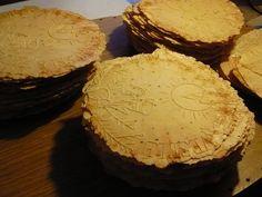 Slané oblátky - Recepty - Varecha.sk Camembert Cheese, Dairy, Food, Basket, Chocolates, Essen, Meals, Yemek, Eten