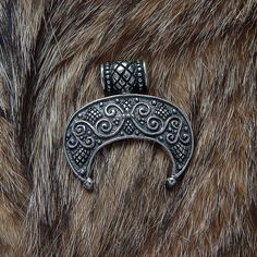 Lunula pendant . Moon Crescent Necklace pendant jewelry. от RuyaN