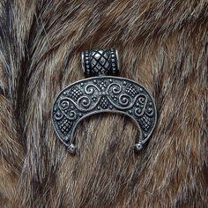Lunula pendant . Moon Crescent Necklace pendant jewelry. от RuyaN