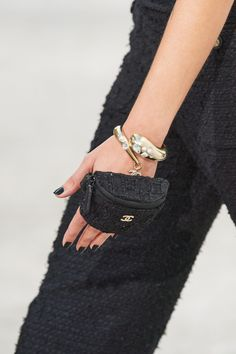 Chanel Spring -Summer 2021, Details… | Classy and fabulous way of living Primavera Chanel, Givenchy, Balenciaga, Fashion Week, High Fashion, Fashion Show, Womens Fashion, Fashion Trends, Julie Christie