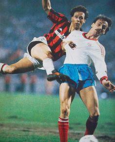 Football Italy, Ruud Gullit, Marco Van Basten, European Cup, Ac Milan, Athlete, Barcelona, Soccer, Running