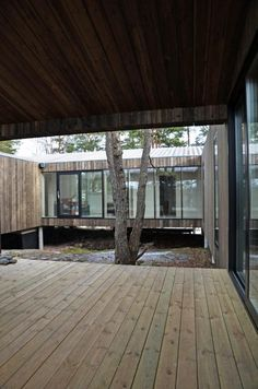 Image 4 of 19 from gallery of Square House Veierland / Reiulf Ramstad Arkitekter. Photograph by Reiulf Ramstad Arkitekter Outdoor Spaces, Indoor Outdoor, Future House, My House, Casa Patio, Patio Interior, Wood Architecture, Modular Homes, House Ideas