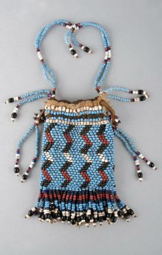 Bag made of beads (glass), thread (fibre), cloth (cotton), leather. Made by Xhosa Findspo: Eastern Cape,Tsolo DimensionsHeight: 31 centimetresWidth: centimetresDepth: centimetres Acquisition Apache Native American, Native American Artifacts, Beaded Bags, Beaded Bracelets, Beaded Jewelry, Necklaces, Xhosa, African Accessories, African Beads
