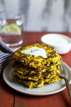 Turmeric Zucchini and Potato Fritters - easy gluten-free sides that… Gf Recipes, Vegetarian Recipes, Healthy Recipes, Healthy Food, Healthy Eating, Veggie Cakes, Potato Fritters, Yummy Veggie, Can I Eat