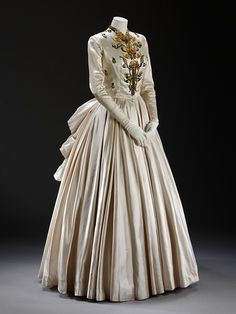 Evening dress, Paris 1948, Jacques Fath,  (designer), Rébé (embroiderers)  Materials and Techniques: Slipper silk, embroidered with sequins and beads; lined with net
