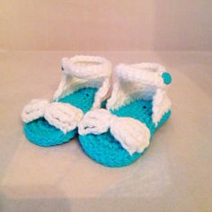 Baby Sandals by busyhermits on Etsy Baby Sandals, Baby Shoes, Handmade Baby Items, Handmade Gifts, Crochet For Kids, Knit Crochet, Slippers, Knitting, Trending Outfits