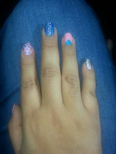 Uñas rosa y azul :) Bubblegum Nails, Bubble Gum, Nail Polish, Pink, Nails, Finger Nail Painting, Roses, Manicure, Chewing Gum