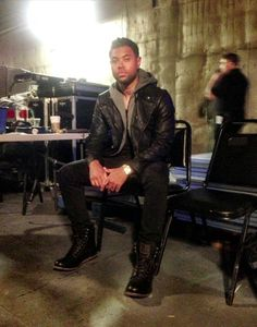 """@jameskitwinstl backstage at @The Voice, getting ready for the Knock Out round wearing the #CatFootwear men's """"Orson"""" lace-up boot. #cattitude"""