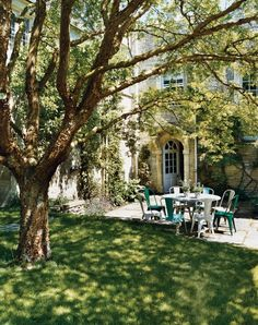 I will always be in love with the English garden... Garden Romance: Bella Pollen's English Countryside Home -Vogue