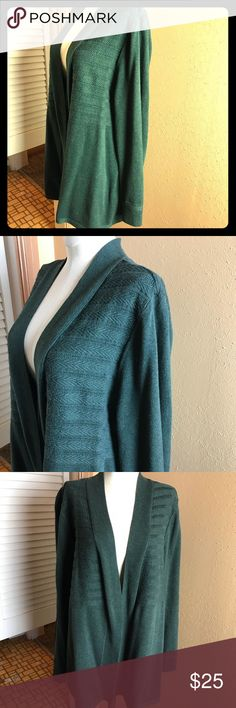 """➕ CJ Banks Women's Sweater Top 1X Open Front EUC! This is a green open front sweater. The two different types of stitching make it very attractive. Chest 26"""", Length 28"""", Sleeve 26"""". Excellent condition! Christopher & Banks Sweaters"""