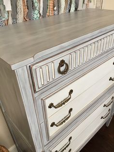 A mixture of Paris Grey, Old White and a touch of French Linen. I also smoothed it out with steel wool.