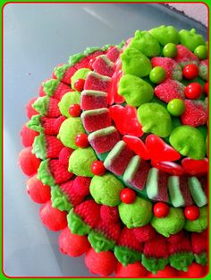 Tarta de chuches - Candy cake - Gâteau de bonbons - Snoeptaart - #gominolas Candy Pop, Candy Cakes, Candy Bouquet, Candy Table, Fiesta Party, Cake Shop, Sweet Cakes, Cute Food, Christmas Cookies