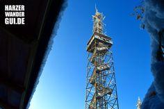 Der Carlsturm - auch Carlshausturm oder Karlshausturm - auf der Carlshaushöhe bei Trautenstein. Der Turm wurde 1998 von der HSB als Funkturm gebaut und misst 50 Meter. Auf 30 Meter ist eine Aussichtsplattform angebracht. Nach 155 Stufen bietet sich eine tolle Aussicht auf den Harz, den Brocken und sogar bis zum Kyffhäuser. In die Harzer Wandernadel ist der Carlsturm als Stempelstelle 51 eingetragen. Infos auf HWG!  #carlsturm #carlshausturm #karlshausturm #carlshaushöhe #harz…