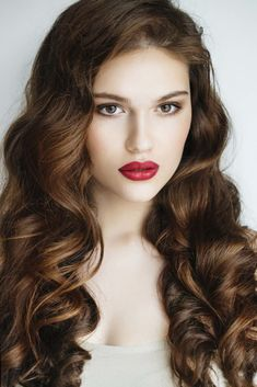 Perm hairstyles are making a comeback and curly hairstyles are taking over the beauty world. Here's how to fake those curls! Brown Hair Perm, Dark Curly Hair, Long Red Hair, Brown Hair Blue Eyes Girl, Red Brown Hair, Blue Hair, Virgin Hair Extensions, Tape In Hair Extensions, Hair Trends 2015