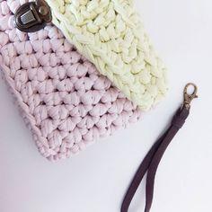 Ideas para completar vuestros bolsos  #handmade #diy #doityourself #ideas #clutch #bolso #bolsotrapillo #clutchbag #clutchtrapillo #tshirtyarn #instracrochet #bigganxet #fetamà #ganxet #ganxetxl #ganchillo #ganchilloxl #crochet #croxhetxl #barcelona #trapillo #trapilho #hmf2015 #diyshow #crocheting #handmadewithlove #amano #blog #tutorial