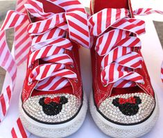 Etsy の Red Minnie Mouse Converse Shoes by tracielynn26