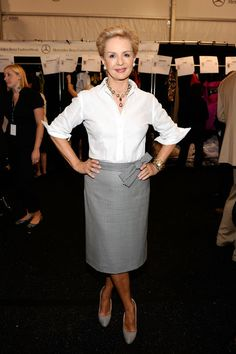 Carolina Herrera Pencil Skirt - A bow embellishment added a lot of charm to Carolina Herrera's houndstooth pencil skirt. Over 50 Womens Fashion, Big Fashion, Fashion Tips, Fashion Design, Fashion Trends, Carolina Herrera, Vanity Fair, Outfits Mujer, Jacqueline Kennedy Onassis