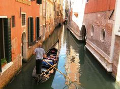A romantic gondola ride in Venice isn't a given just because you splurge on the gondola. Here are some tips to make your Venice gondola ride more romantic. Gondola Venice, Venice Italy, Venice Tours, Book City, Helicopter Tour, Day Tours, Walking Tour, Holiday Travel, Dream Vacations