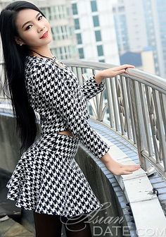 Gorgeous women pictures: caring China woman Huarong(Brittany) from Liuzhou