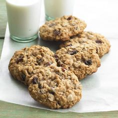 You can make these chewy cookies in a variety of sizes -- one or two bites, or a giant grown-up cookie. Each oatmeal cookie is packed with spiced raisins and sweet cinnamon oats./
