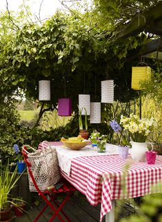 Country Style Chic: Bright Summer Garden Party