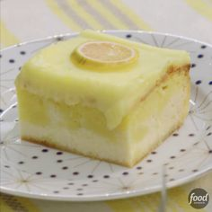 Valerie Bertinelli's Lemon Love Cake will be the absolute hit of any party. Valerie Bertinelli's Lemon Love Cake will be the absolute hit of any party. Food Cakes, Cupcake Cakes, Cupcakes, Just Desserts, Delicious Desserts, Cheesecake Desserts, Lemon Cheesecake, Love Cake Recipe, Sweet & Easy