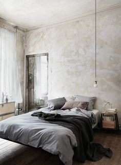 wandfarbe-hellgrau-interessantes-schlafzimmer