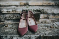 Design the perfect pair of wedding shoes to match your wedding's color scheme. Photo by Amber Vickery Photography.