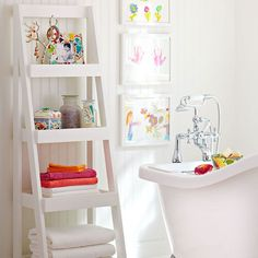 Лестница-полка в маленькую ванную