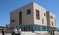 Edificios educativo, formativo y administrativo para mujeres en Kosovo / Sharon Davis design +Info http://sharondavisdesign.com/