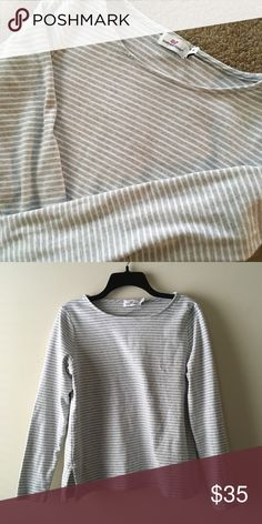 7f61e318e218 Vineyard Vines Striped Long Sleeve Top Gently worn condition. No major  flaws to note.