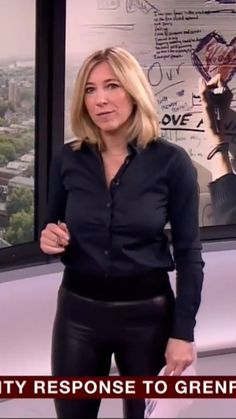 Joanna Gosling in leather trousers Leather Trousers, Leather Skirt, Leather Jacket, Sexy Older Women, Old Women, Women's Shooting, Sexy Blouse, Tv Presenters, Girls Wear