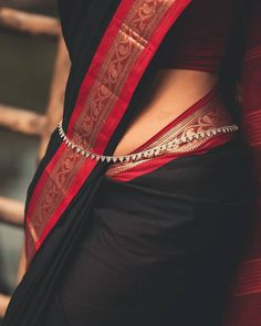 Dress Indian Style, Indian Fashion Dresses, Indian Wear, Cutwork Saree, Bandhani Saree, Terracotta Jewellery Designs, Pearl Necklace Designs, Indian Photoshoot, Silk Saree Blouse Designs