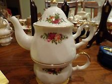 ROYAL ALBERT OLD COUNTRY ROSE SMALL TEA POT WITH CUP