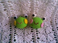 Frog's Head Keychain - Free Amigurumi Crochet Pattern here: http://zancrochet.blogspot.co.uk/2015/02/keroppis-head-keychain.html