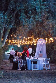 This is a great idea for an outdoor wedding.