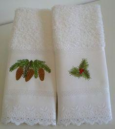 Toalhinhas de lavabo com motivos natalinos e acabamento em bordado inglês.  20,00 cada toalha.  PROIBIDA A CÓPIA OU QUALQUER OUTRA FORMA DE REPRODUÇÃO, TOTAL OU PARCIAL. R$20,00