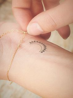 This moon and sun is pretty and simple. @elizabethjoanm