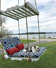 Made a pallet lounge tree swing.and it's awesome! Made a pallet lounge tree swing. Wooden Pallet Crafts, Wooden Pallet Furniture, Diy Pallet Projects, Pallet Ideas, Pallet Designs, Pallet Swing Beds, Pallet Lounge, Pallet Seating, Pallet Swings